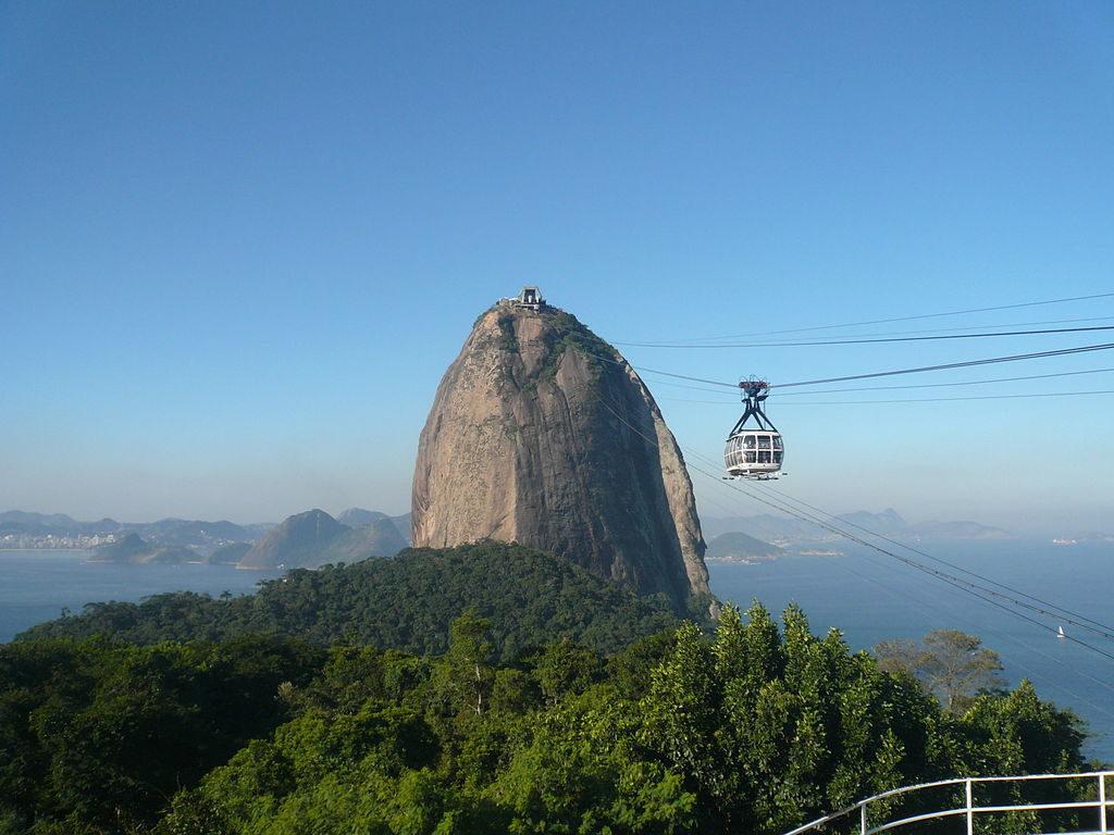 Das Wahrzeichen von Rio: der Zuckerhut. (Quelle: Helder Ribeiro from Campinas Brazil/wikimedia commons)