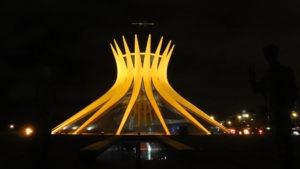 Die erleuchtete Kathedrale von Brasilia. (Quelle: Antje Ruhmann)