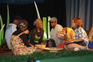 Robinson bei einer äthiopischen Familie. (Quelle: privat)