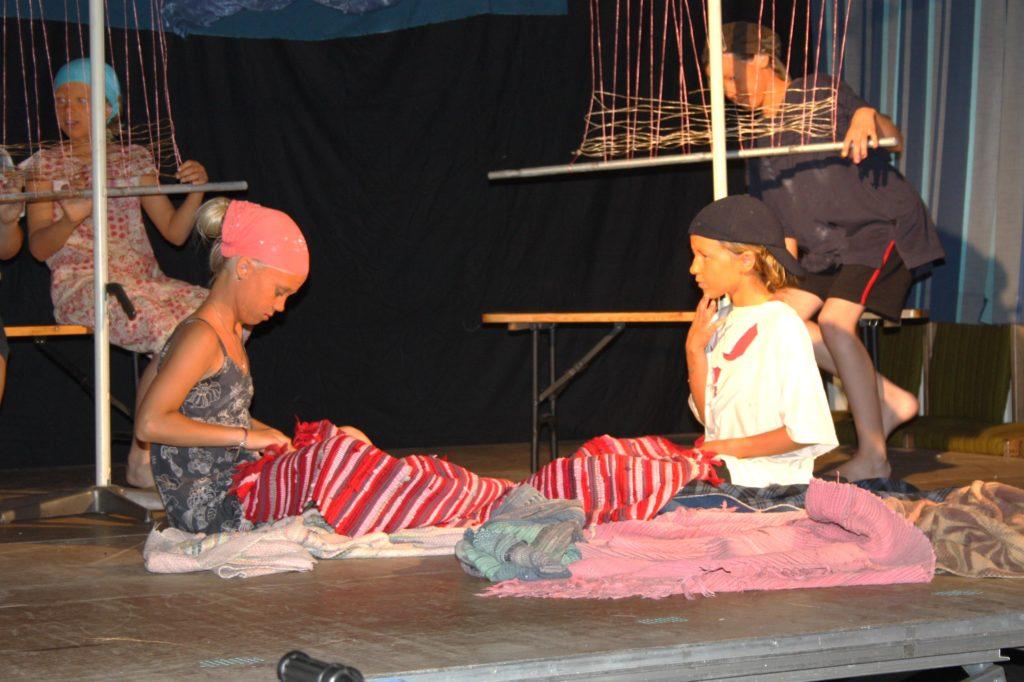 Bei Kindern in einer Teppichwerkstatt in Indien. (Quelle: privat)