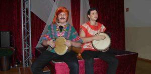 Zwei Jungen mit Trommeln. (Quelle: privat)