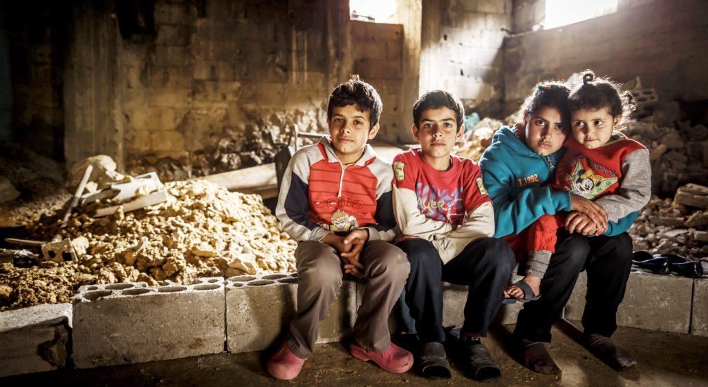 Syrische Flüchtlingskinder in einer Runie im Libanon. (Quelle: Jakob Studnar)