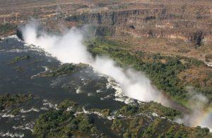 Die Victoria-Wasserfälle. (Quelle: Ferdinand Reus-Wikimedia Commons)