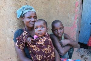 Eine Mutter mit zwei Kindern. (Quelle: Ralf Krämer)