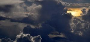 Abendhimmel mit schwarzen Wolken. (Quelle: Bastian Strauch)