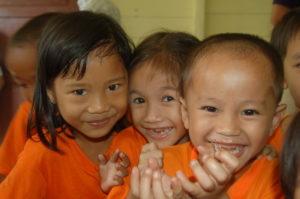 Drei lachende Kinder. (Quelle: Christian Jung)