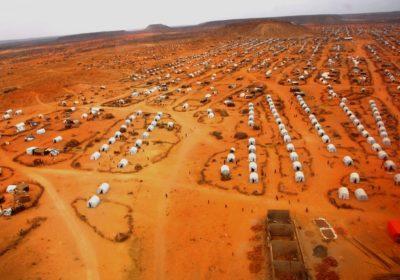 Ein Flüchtlingslager in der Wüste aus der Luft gesehen. (Quelle: Dietmar Roller)