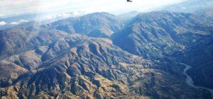 Die gebirgige Landschaft Haitis aus dem Flugzeug fotografiert. (Quelle: Burmann/Dacken)