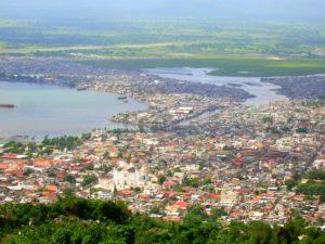 Die Bucht von Cap Haitien. (Quelle: Wikimedia Commons/Rémi Kaupp)2
