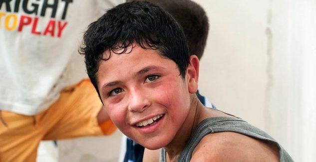 Ein lächelnder syrischer Junge. (Quelle: AMURT)