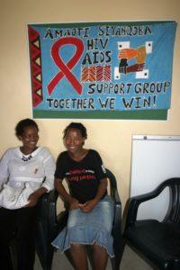Die beiden Frauen arbeiten in einer Gruppe, die die Menschen über Aids aufklärt und Kranken hilft. (Quelle: Ralf Krämer)