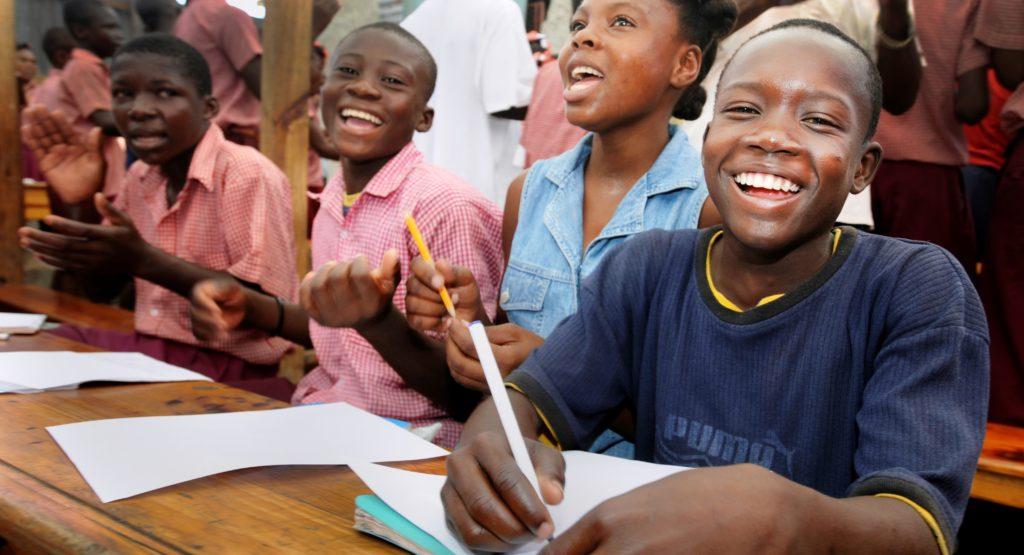 Lachende Schulkinder. (Quelle: Jens Großmann)