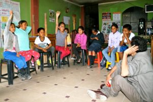 Eine Kindergruppe diskutiert. (Quelle: Jürgen Schübelin)