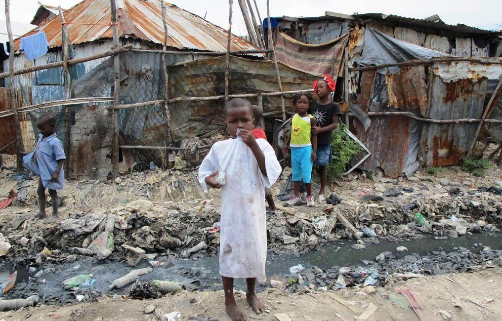 Kinder in einer Armensiedlung in Haiti. (Quelle: Strahlemann)