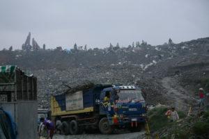 Smog über der Müllkippe von Payatas. (Quelle: Pascal Amos Rest)