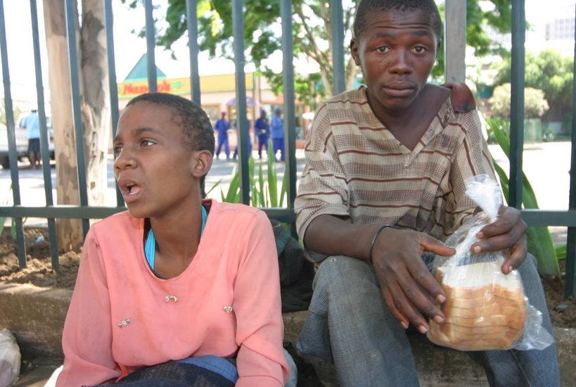 Zwei Straßenkinder in der Stadt Pietedrmaritzburg. (Quelle: Ralf Krämer)