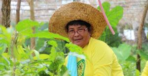 Eine philippinische Frau in ihrem Gemüsegarten. (Quelle: Alexej Getman)