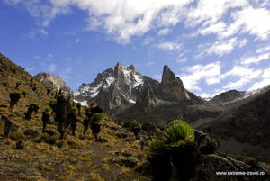 Mount Kenya. (Quelle: Radu Vatcu https://commons.wikimedia.org/wiki/File:Mount_Kenya_2010.jpg)