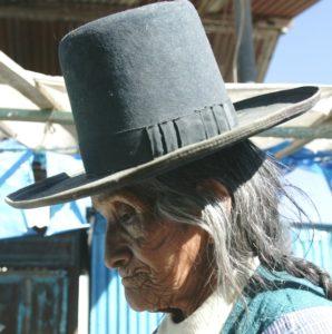 Eine alte Bolivianerin mit traditionellem Hut. (Quelle: Peter Müller/BILD)