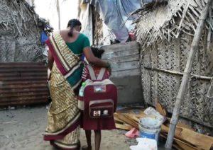Rajeshwari auf dem Weg zur Schule. (Quelle: Roland Brockmann)