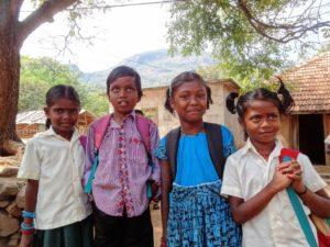 Kinder auf dem Weg zur Schule. (Quelle: Hannah Rinnhofer)
