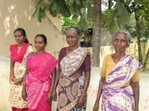 Jung und alt - vier Frauen in Saris. (Quelle: privat)