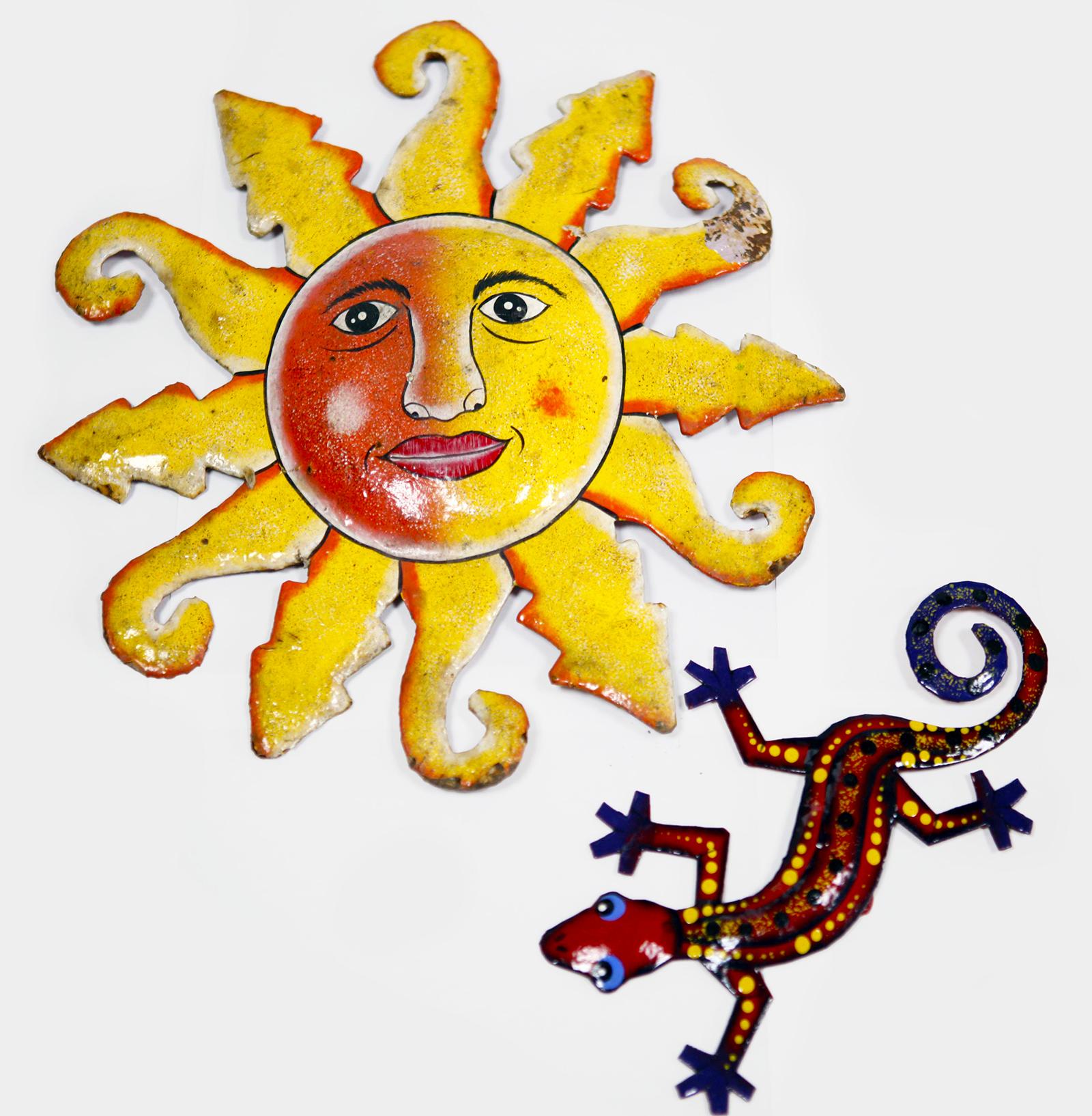 Zwei Dekoartikel aus Haiti: eine Sonne und eine Echse aus Blech. (Quelle: Gunhild Aiyub)