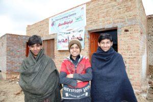 Ein Spaß-und-Lern-Zentrum für pakistanische Kinderarbeiter, die in Bergwerken schuften: Shan (Mitte) und seine Freunde. (Quelle: Christian Herrmanny)