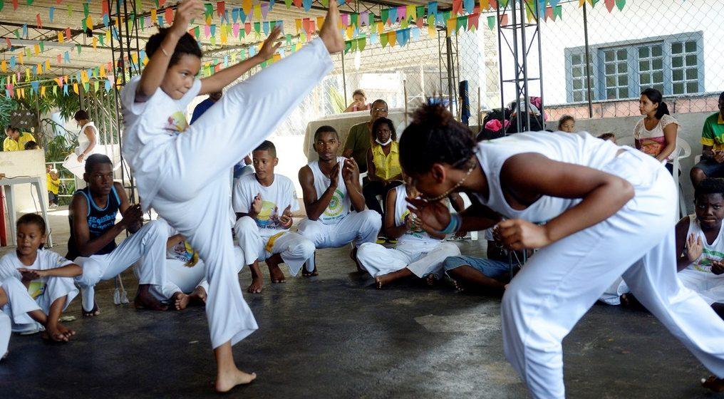 "Capoeira-Unterricht, Projekt ""Raizes Locais"" (dt.: ""Lokale Wurzeln"") in Duque de Caxias nahe Rio de Janeiro, Brasilien; Foto: Florian Kopp"
