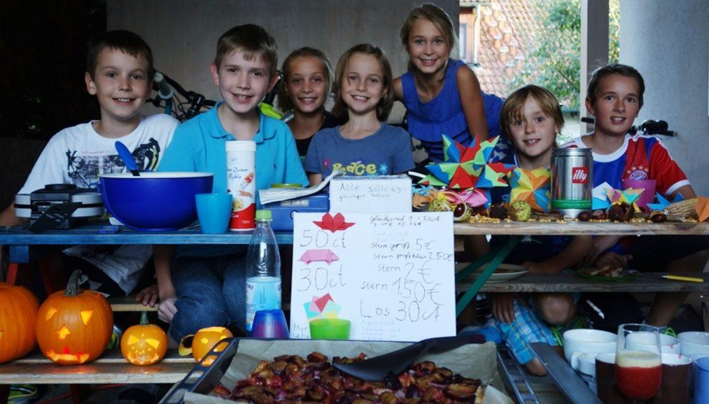Die Kinder mit ihrem Verkaufsstand. (Quelle: privat)