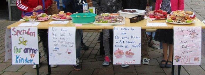 Die Kinder der Grundschule Blasheim mit ihrem Verkaufsstand. (Quelle: privat)
