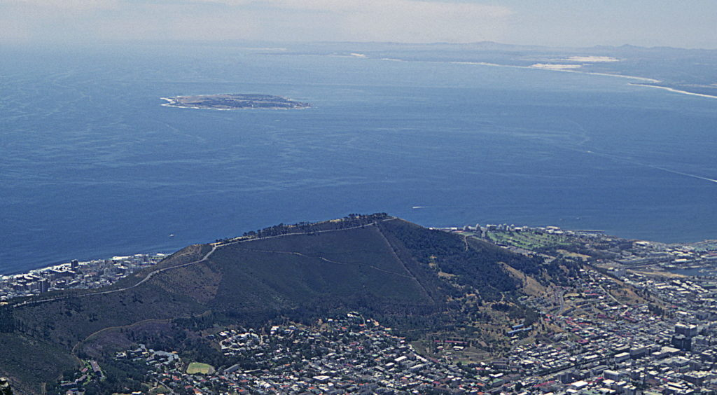 Robben Island. (Quelle: By KodachromeFan (Own work) [CC BY-SA 3.0 (http://creativecommons.org/licenses/by-sa/3.0)], via Wikimedia Commons)