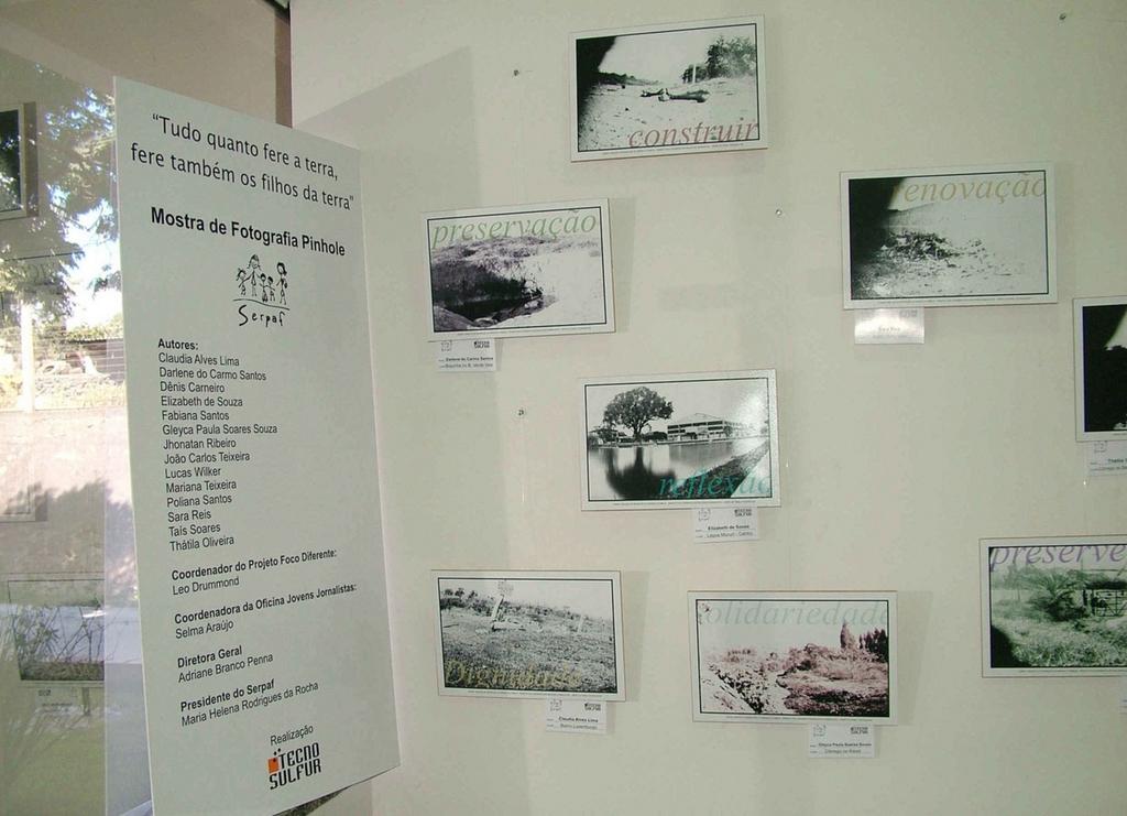 Eine Ausstellung mit Schwarzweiß-Fotos, die mit einer Dosenkamera gemacht wurden. (Quelle: Jürgen Schübelin)