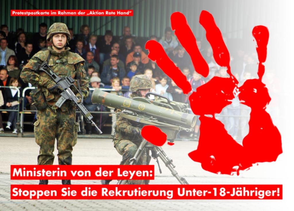 Postkartenaktion, um Unterschriften gegen den Einsatz von Jugendlichen in der Bundeswehr zu sammeln.