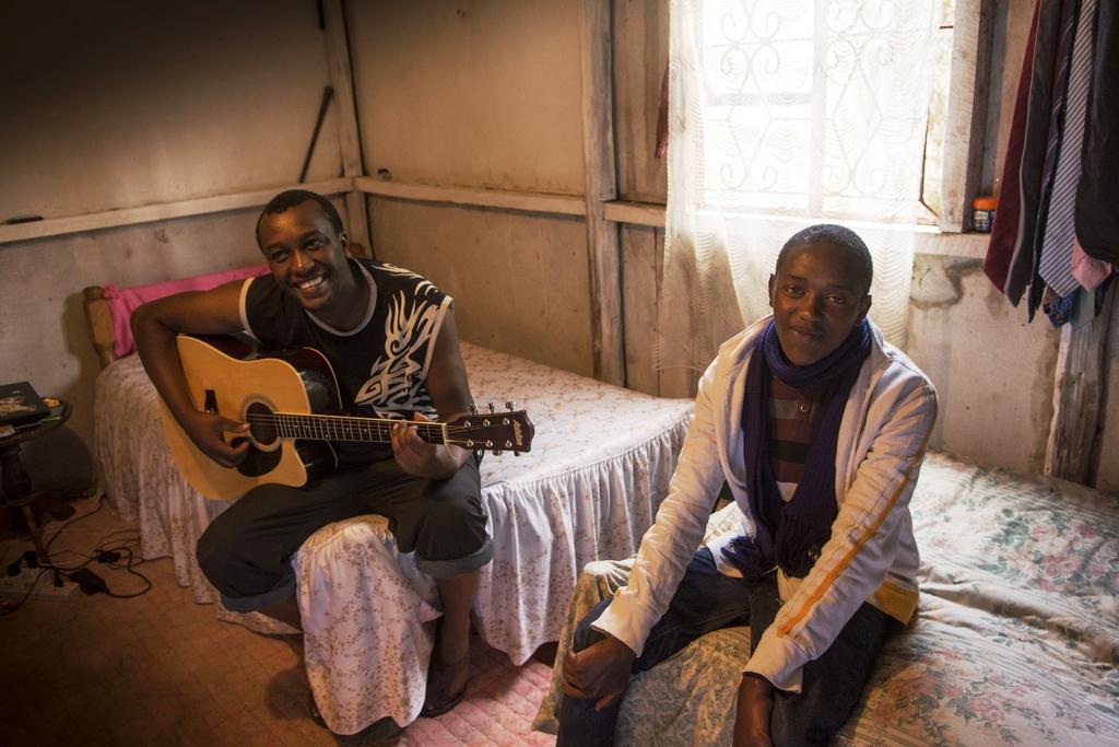 Bahati teilt sich mit seinem Stiefbruder ein Zimmer. (Quelle: Christian Nusch)