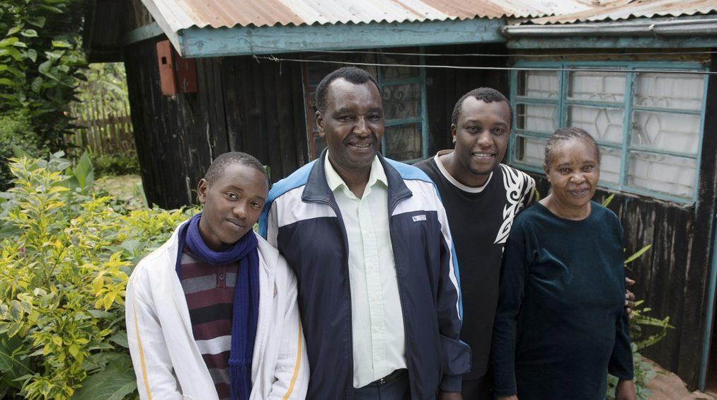 Bahati (l.) ist sehr glücklich in seiner neuen Familie. (Quelle: Christian Nusch)
