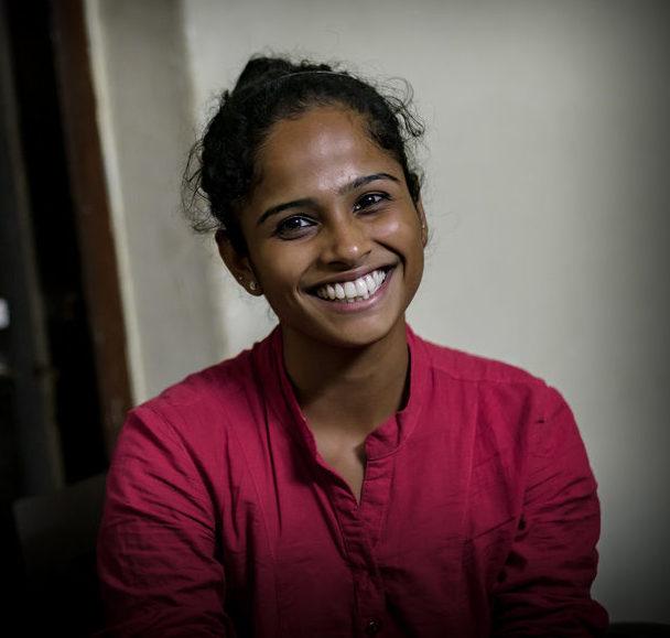 Kutani sollte mit 16 verheiratet werden. Doch der Kindernothilfe-Partner Jagruthi über-zeugte ihre Familie, sie weiter zur Schule gehen zu lassen. Inzwischen studiert sie und will Polizistin werden. (Quelle: Jakob Studnar)