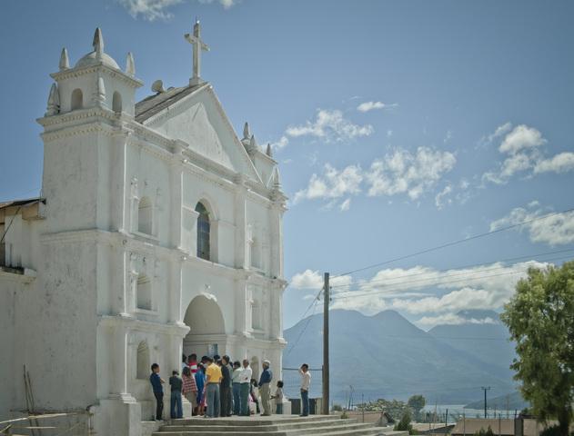 Kirche in einem Dorf am Lago Atitlán. (Quelle: Jakob Studnar)