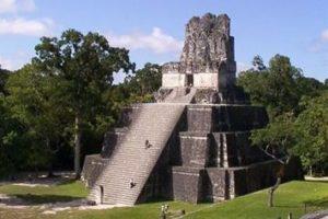 Maya-Pyramide in der Stadt Tikal. (Quelle: Jakob Studnar)