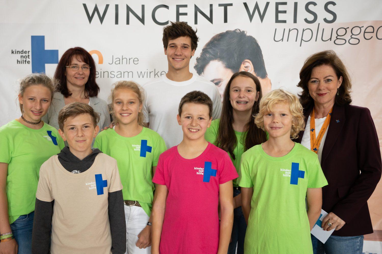 Wincent Weiss mit Action!Kidz der Zinzendorfschulen in Königsfeld. (Quelle: Martin Bondzio)