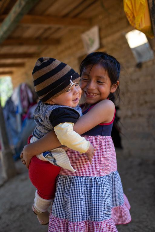 Merima liebt ihren kleinen Bruder sehr. (Quelle: James Rodriguez)